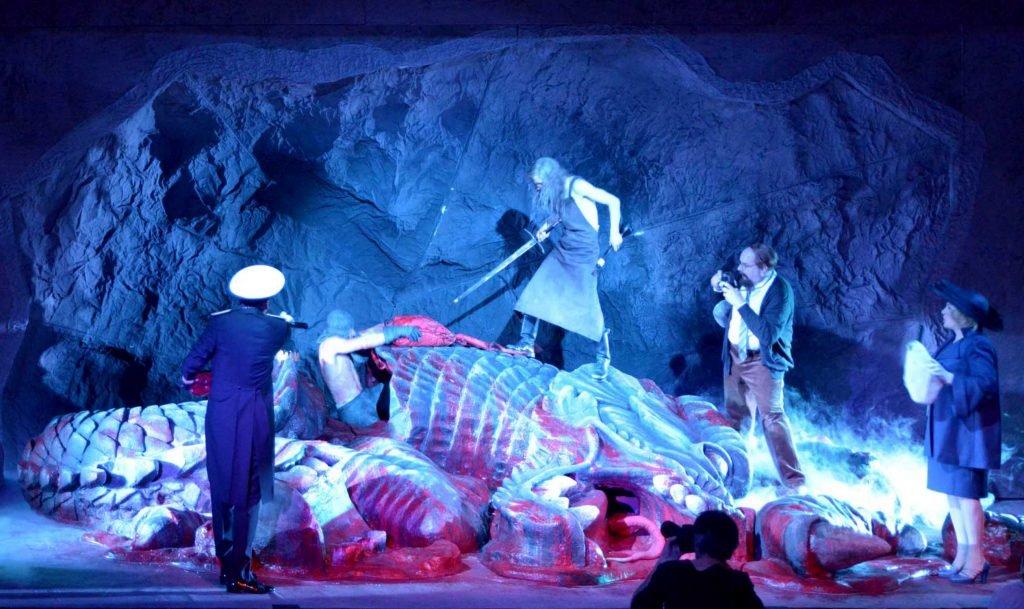 <p>Siegfried, Bühnenbild des Drachen, Auftraggeber: Volkstheater München</p>