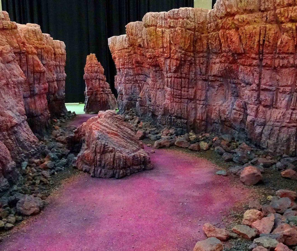 <p>Canyon, Kalkstein, Set-Design mit Saurus, Auftraggeber:</p>