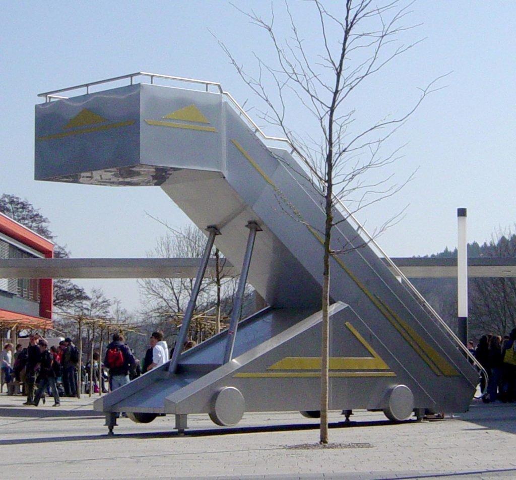 <p>Gangway-Skulptur, Umsetzung eines Kunst am Bau Projekts</p>