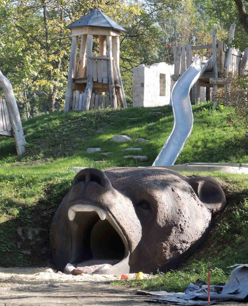 <p>Kurpark Grafenau, begehbare Betonskulptur, Auftraggeber: Stadt Grafenau</p>