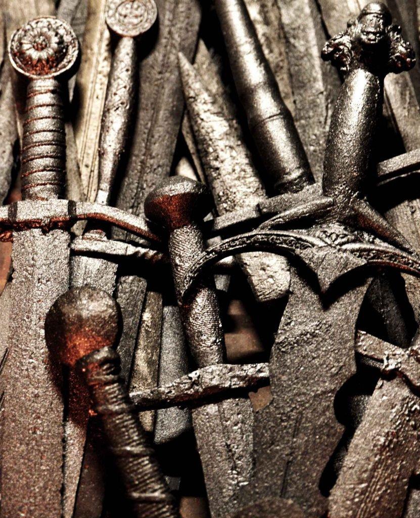 <p>Game of Thrones, Thron aus 600 Schwertern, Requisitenbau, Auftraggeber: Sky</p>