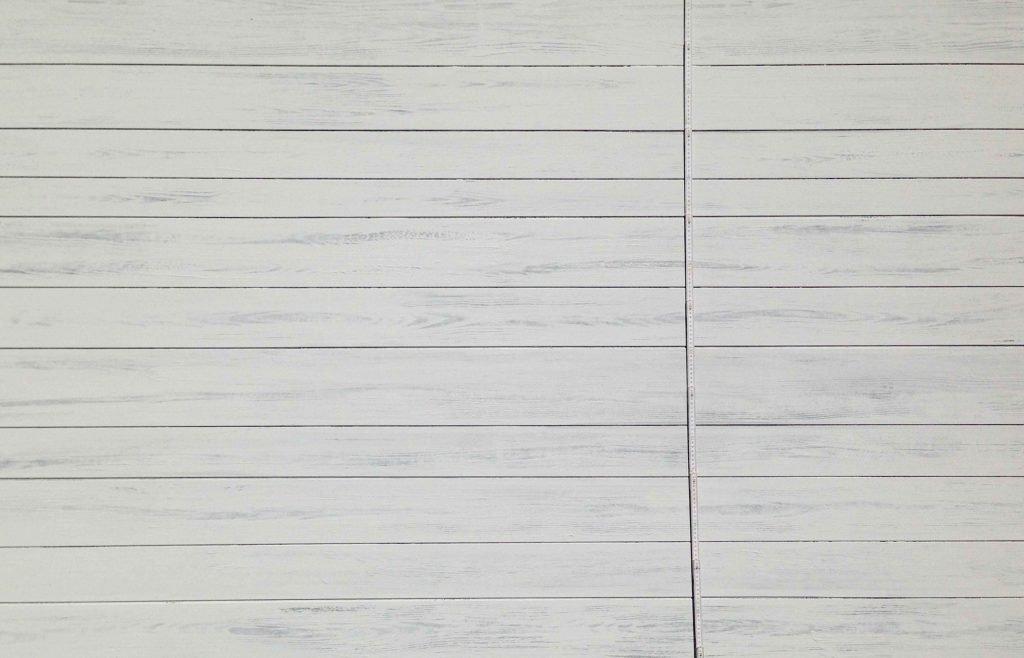 <p>weiße Holzvertäfelung, Fotoset</p>