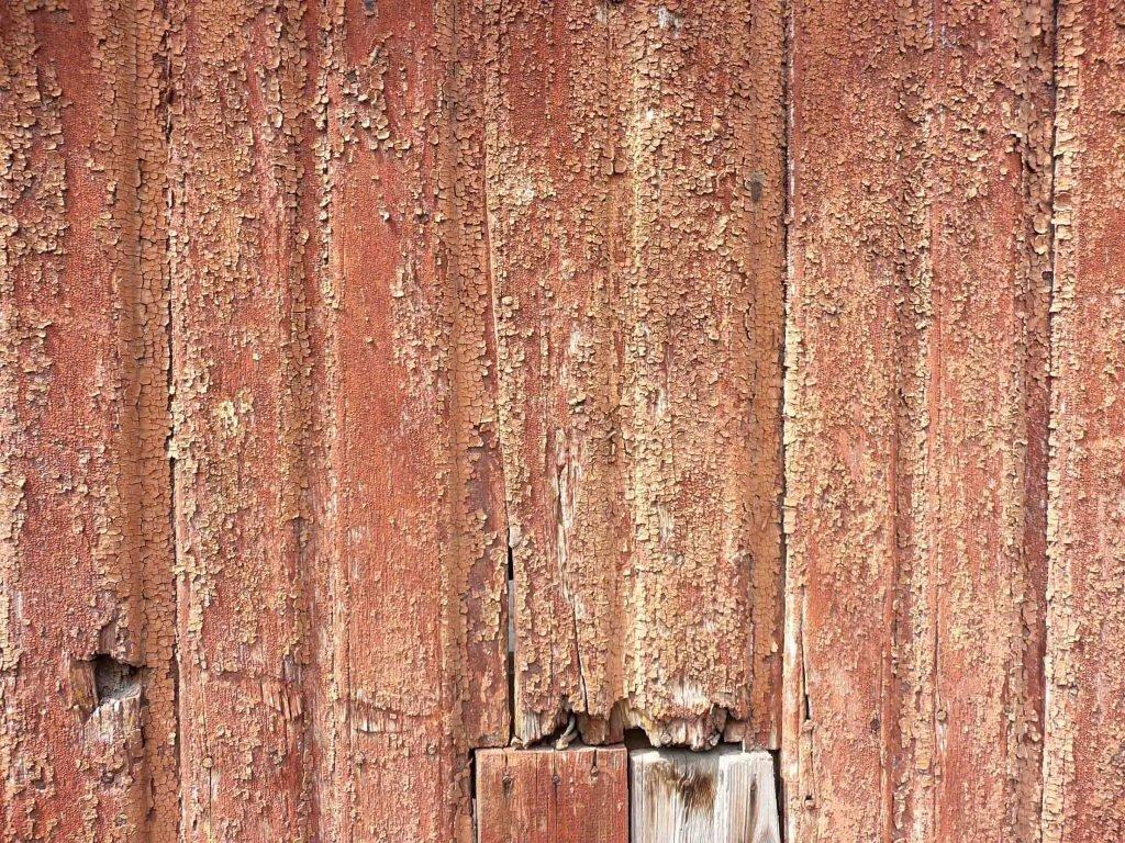<p>Verwitterter Anstrich auf Holz, künstlerische Ausführung bei der Kulissengestaltung</p>
