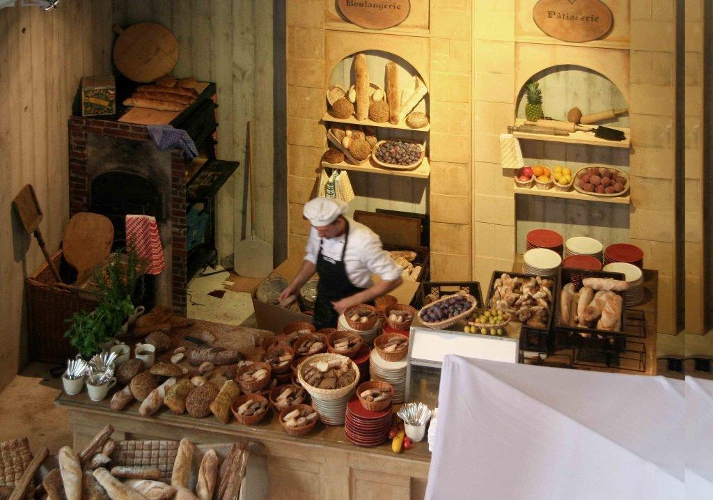 <p>Saint Tropez Boulangerie, dem Original nachempfunden, Event-Requisiten, Bühnenbau, Auftraggeber: DekoDesign</p>