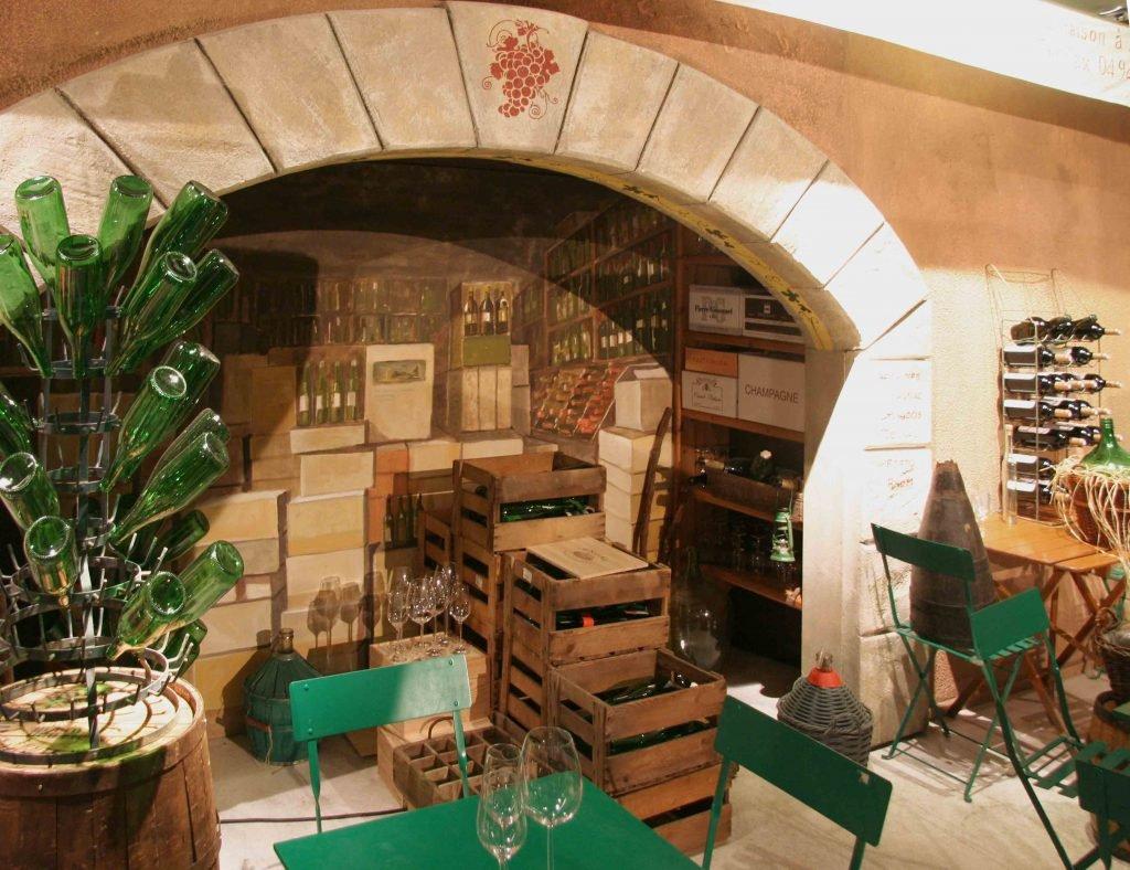 <p>Saint Tropez Vinothek, dem Original nachempfunden, Eventmalerei, Auftraggeber: DekoDesign</p>