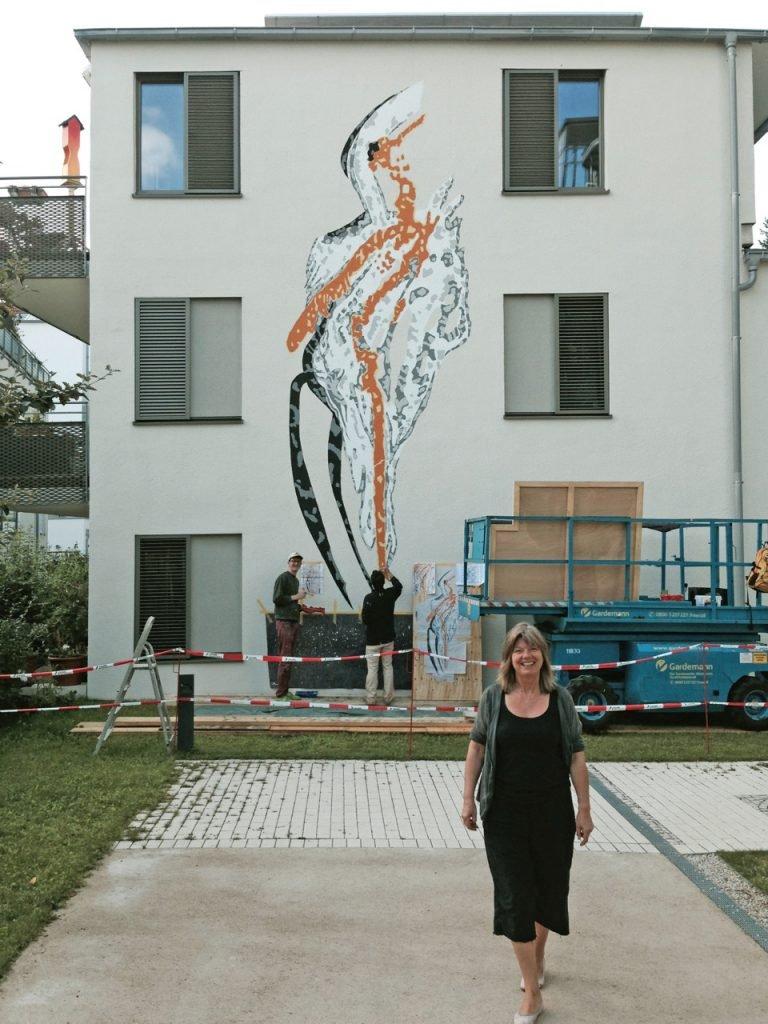 <p>Hauswandmalerei, Kunst am Bau – Projekt, Umsetzung für Regine von Chossy</p>