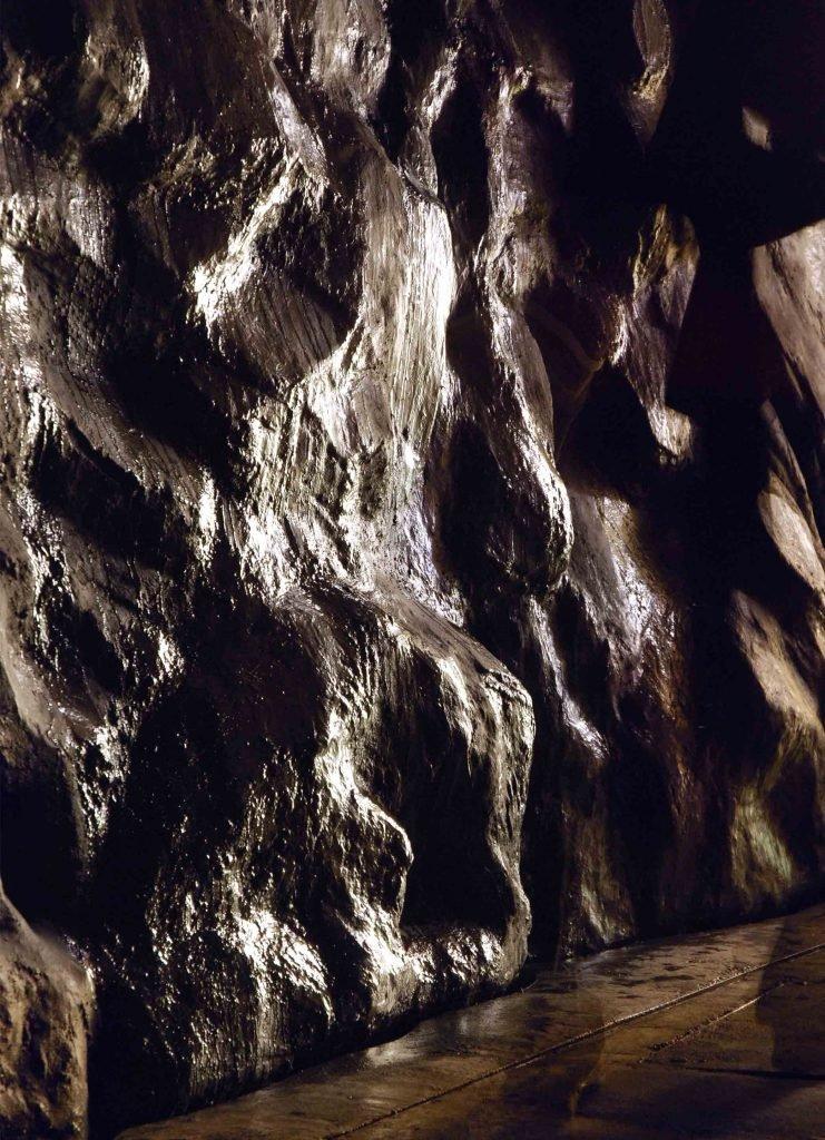 <p>Haus zur Wildnis im Bayerischen Wald, unterirdischer Wasserfall, Museumsbau, Umsetzung mit Saurus</p>